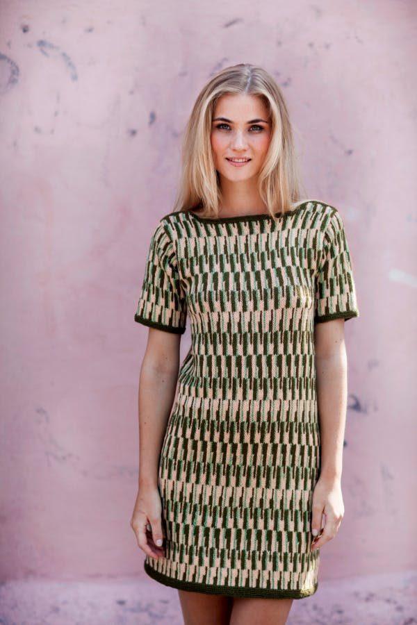 Een prachtige jurk om te breien. Een eenvoudig patroon, maar wat stijlvol.